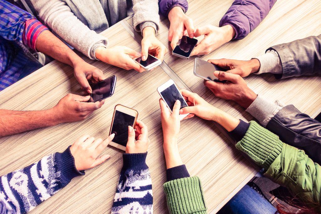 5g-lot-smartphone